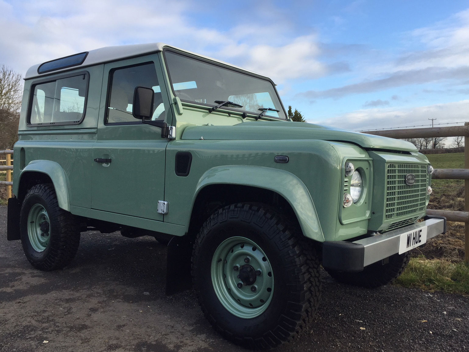 Land Rover Defender 90 Heritage Station Wagon