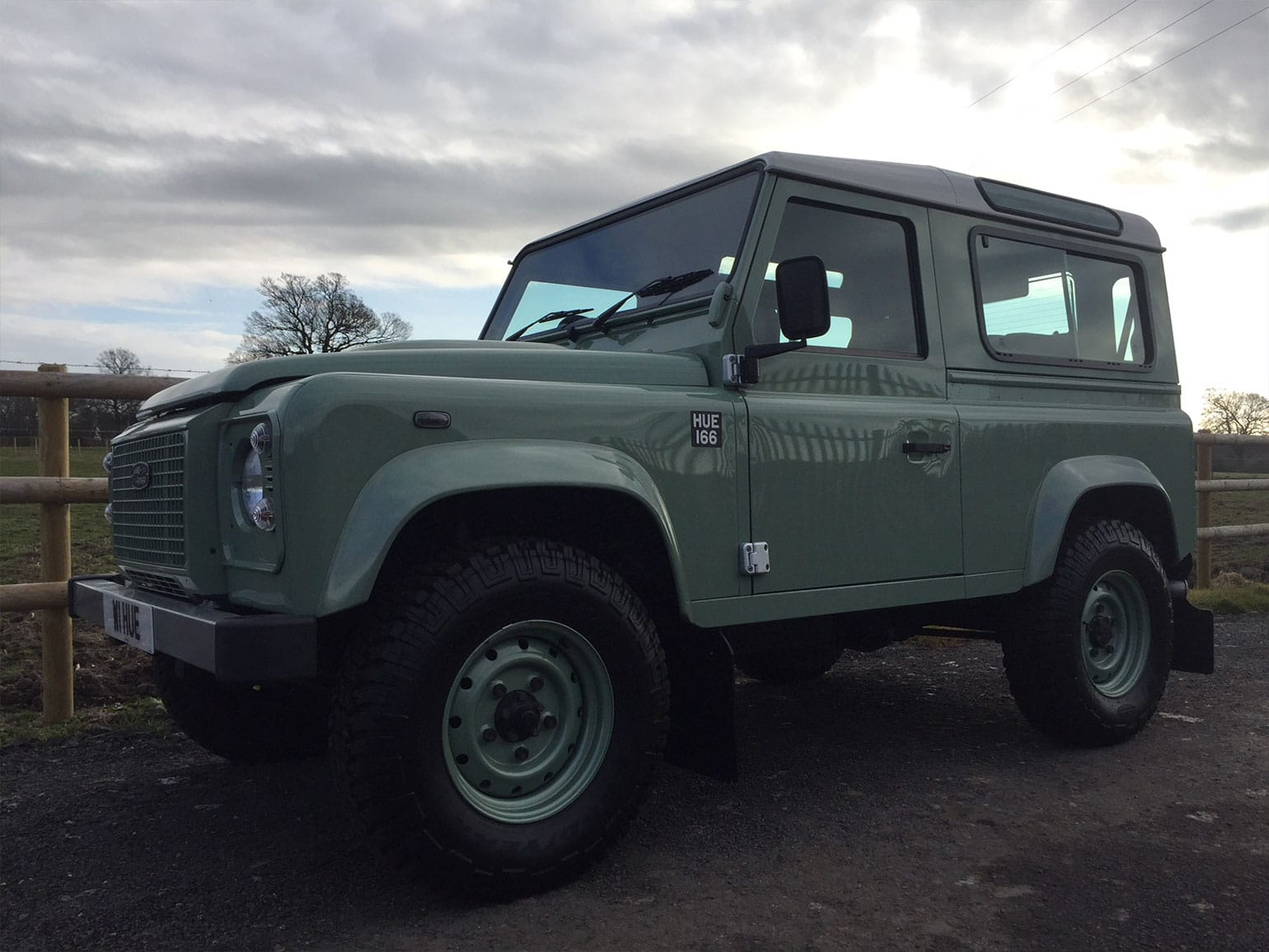 Land-Rover-Defender-90-Heritage-Station-Wagon-05