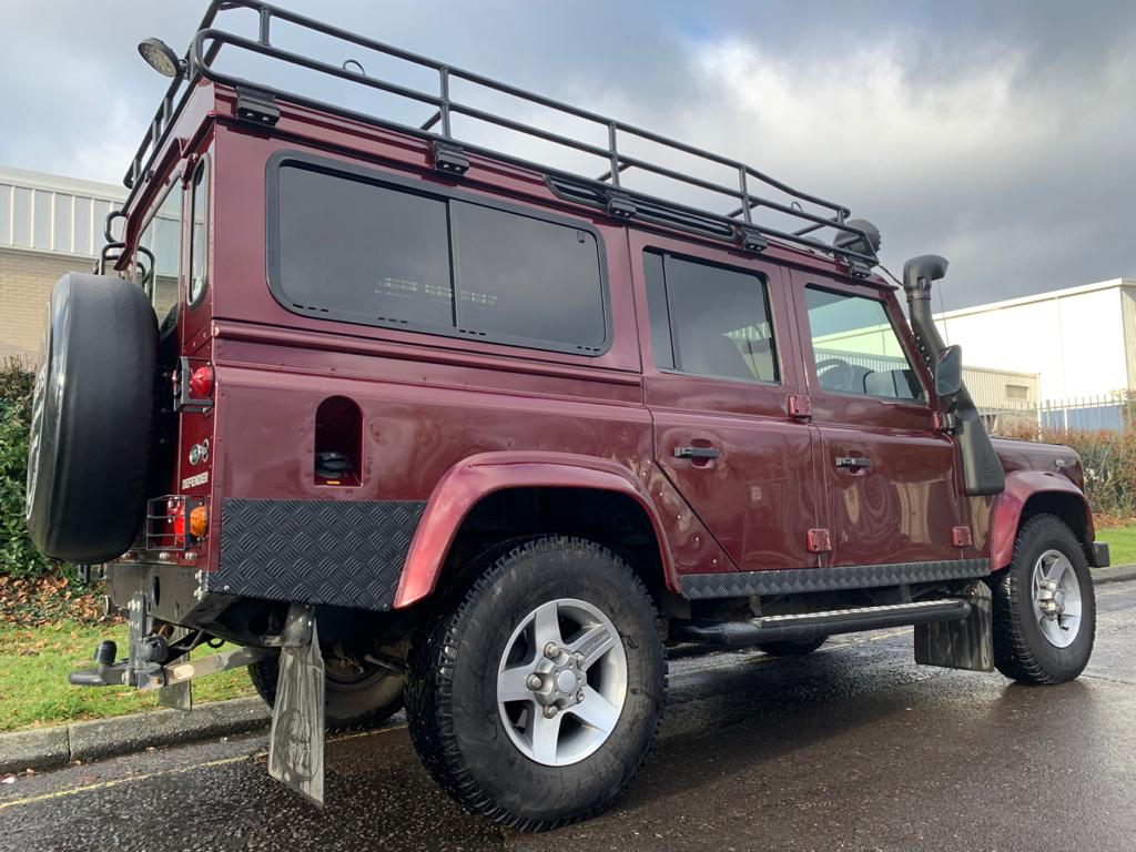 2015 Defender 110 XS station wagon-02