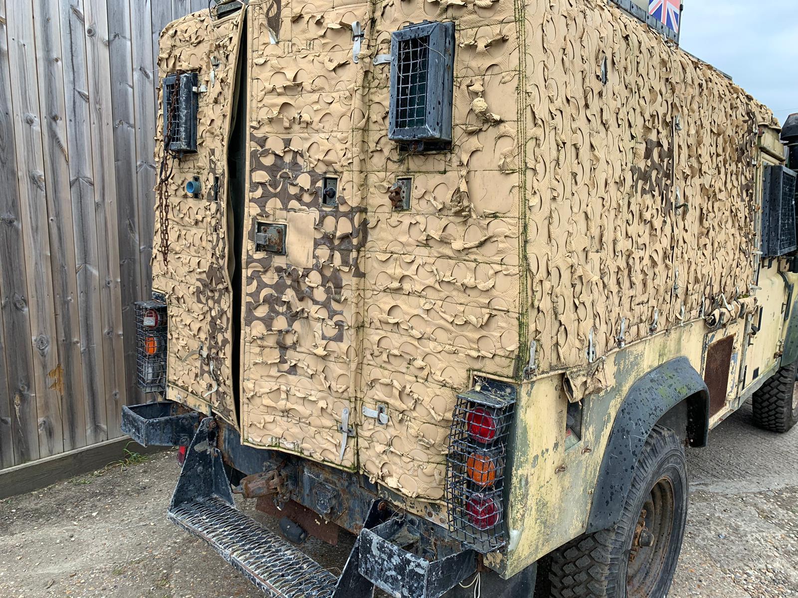 Snatch Land Rover 110 V84